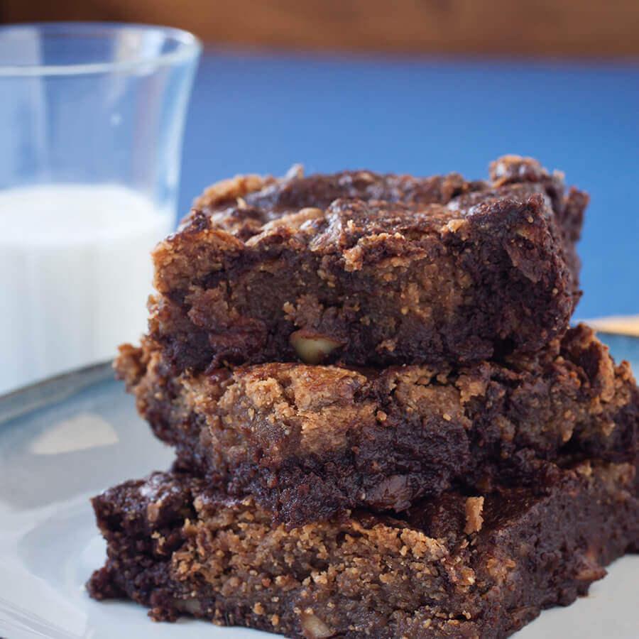 Gluten Free Almond Swirled Brownies Recipe Mott S 174
